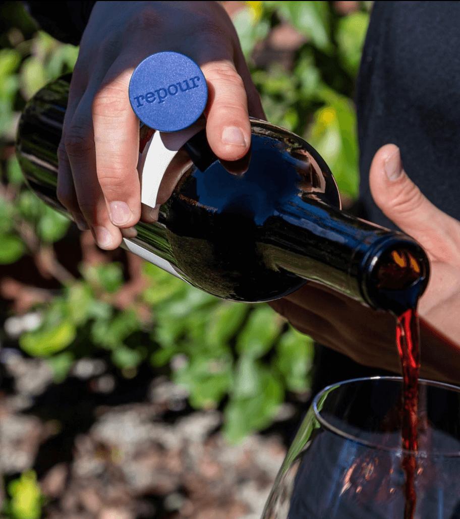 repour сохраняет вино до 6 месяцев